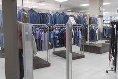 Магазин одежды ` s людей Стоковые Изображения