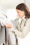 Магазин одежд - покупка женщины Стоковая Фотография RF