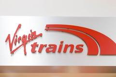 Бирмингем Великобритания - 03 03 19: Магазин офиса поезда девственницы передний на станции Бирмингема стоковое фото rf