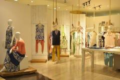 Магазин одежды женщины Стоковое фото RF