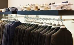 Магазин одежды людей Стоковые Изображения
