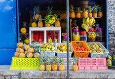 Магазин плодоовощ на посёлке Стоковая Фотография