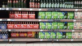 Магазин полки пива Стоковые Фото