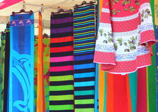 Магазин полотенца на рынке лета Стоковые Фото