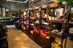 Магазин продавая фольклорные ремесленничества в академии клана Chen Стоковые Изображения