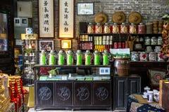 Магазин продавая фольклорные ремесленничества в академии клана Chen Стоковая Фотография