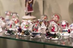 Магазин рождества сувениров и ювелирных изделий в городке Sainte-Andr в Венгрии Стоковое Изображение RF