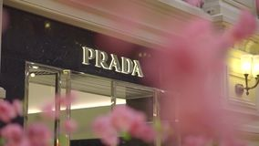 Магазин розничной торговли Prada видеоматериал