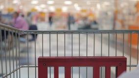 Магазин супермаркетов: корзина для покупок сток-видео