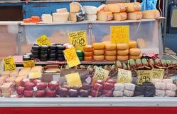 Магазин сыра в рынке Амстердама Стоковое Фото