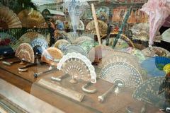 Магазин с красивыми испанскими вентиляторами Стоковые Фото