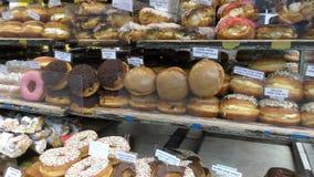 Магазин с различными очень вкусными scones и donuts видеоматериал