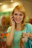 магазин телефона s повелительницы девушки говорит износ Стоковое Фото