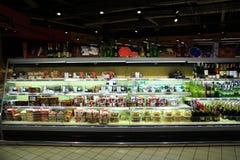 Магазин тортов и алкогольных напитков Вкусные товары Стоковое Фото
