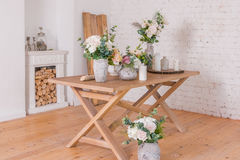 Магазин украшения цветков камин украшенный с древесиной Стоковое фото RF
