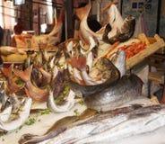 Магазин улицы в Италии с традиционной едой стоковое фото