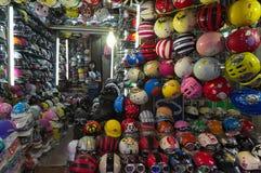 Магазин шлема в Ханое Стоковое Фото