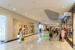 Магазин людей в моле роскоши юга города покупок Стоковые Фото