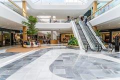 Магазин людей в моле роскоши юга города покупок Стоковая Фотография