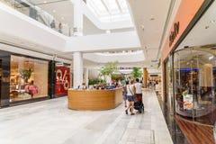 Магазин людей в моле роскоши юга города покупок Стоковое фото RF