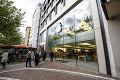 Магазин Яблока во Франкфурте стоковые изображения