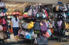 Магазин для продажи сумок студента Стоковое Фото