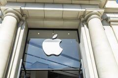 Магазин Apple в Барселона стоковые изображения