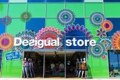 Магазин Desigual в Барселоне Стоковые Изображения