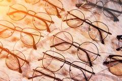 Магазин Eyeglasses для близко-завизированных и далеко-завизированных людей Optici Стоковые Изображения