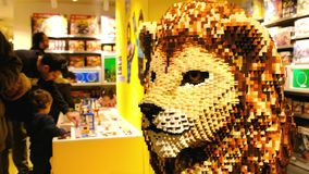 Магазин lego кирпичей lego льва болонья видеоматериал