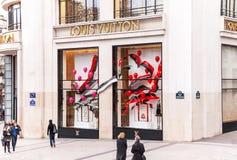 Магазин Louis Vuitton на Champs-Elysees в Париже Стоковые Фото