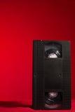 Магнитная лента для видеозаписи на красной предпосылке стоковое изображение rf