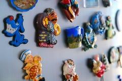 Магниты на холодильнике Магниты сувенира Различные города Различные страны стоковое фото rf