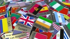 Магнит или значок сувенира с текстом и национальным флагом Луанды среди различных одних Путешествовать к вступлению Анголы схемат видеоматериал