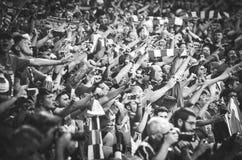 Мадрид, Испания - 1-ОЕ МАЯ 2019: Вентиляторы и зрители Ливерпуля празднуют их выигрывать лиги чемпионов UEFA 2019 на Ванда стоковое изображение rf