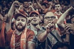 Мадрид, Испания - 1-ОЕ МАЯ 2019: Вентиляторы и зрители Ливерпуля празднуют их выигрывать лиги чемпионов UEFA 2019 на Ванда стоковая фотография
