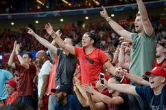 Мадрид, Испания - 1-ОЕ МАЯ 2019: Вентиляторы и зрители Ливерпуля празднуют их выигрывать лиги чемпионов UEFA 2019 на Ванда стоковое изображение