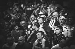 Мадрид, Испания - 1-ОЕ МАЯ 2019: Вентиляторы и зрители Ливерпуля празднуют их выигрывать лиги чемпионов UEFA 2019 на Ванда стоковое фото