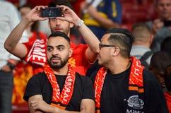 Мадрид, Испания - 1-ОЕ МАЯ 2019: Вентиляторы и зрители Ливерпуля празднуют их выигрывать лиги чемпионов UEFA 2019 на Ванда стоковые фотографии rf