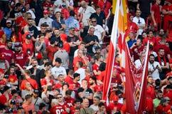 Мадрид, Испания - 1-ОЕ МАЯ 2019: Вентиляторы Ливерпуля в стойках поддерживают команду во время финального матча 2019 лиги чемпион стоковая фотография