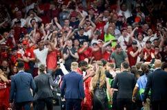Мадрид, Испания - 1-ОЕ МАЯ 2019: Вентиляторы Ливерпуля празднуют их выигрывать лиги чемпионов UEFA 2019 после финальной игры прот стоковая фотография