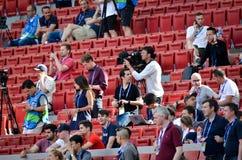 Мадрид, Испания - 1-ОЕ МАЯ 2019: Зрители и вентиляторы перед финальным матчем 2019 лиги чемпионов UEFA между FC Ливерпулем против стоковые фото