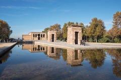 МАДРИД, ИСПАНИЯ - 13-ОЕ НОЯБРЯ: Турист посещая известный ориентир ориентир De Стоковые Изображения