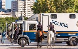МАДРИД, ИСПАНИЯ - 26-ОЕ СЕНТЯБРЯ 2017: Конная полиция в центре стоковая фотография rf