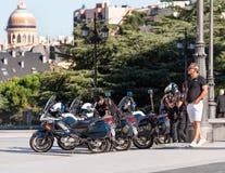 МАДРИД, ИСПАНИЯ - 26-ОЕ СЕНТЯБРЯ 2017: Полиция патрулирует в Мадриде дальше Стоковое Фото