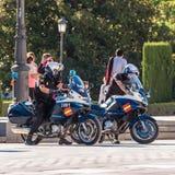 МАДРИД, ИСПАНИЯ - 26-ОЕ СЕНТЯБРЯ 2017: Полиция патрулирует в Мадриде на мотоциклах Конец-вверх Стоковые Изображения RF