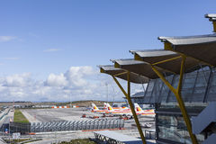 МАДРИД, ИСПАНИЯ - 16-ОЕ ФЕВРАЛЯ: Авиапорт Мадрида Barajas, главный интерн Стоковые Изображения