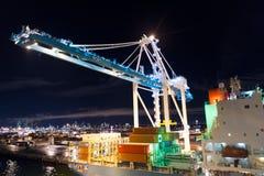 Майами, США - 23-ье ноября 2015: перевозка, доставка, поставка, снабжение, товар Морской порт контейнера с грузовым контейнером стоковая фотография