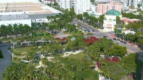 Майами, Флорида, США - январь 2019: Воздушный полет взгляда панорамы трутня над парком города Miami Beach Soundscape сток-видео