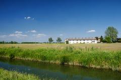 Майна велосипеда вдоль Naviglio Bereguardo Италии: ферма Стоковая Фотография